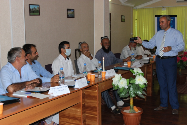 A national health expert conducts a training session on tuberculosis infection control for community leaders in Kulob.